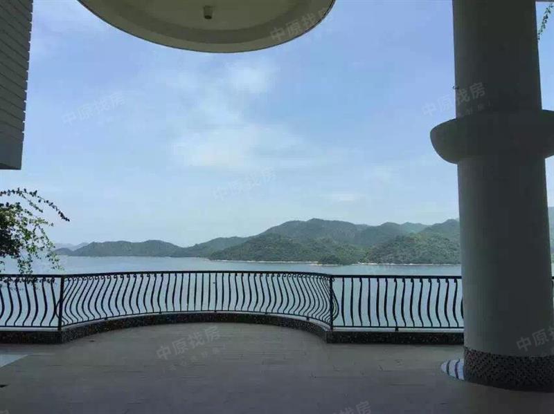 一线海景空中别墅 自带游泳池 纯水岸别墅风景优美