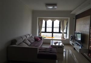 赛纳时光精装修3房 满两年保养好 自住看房方便