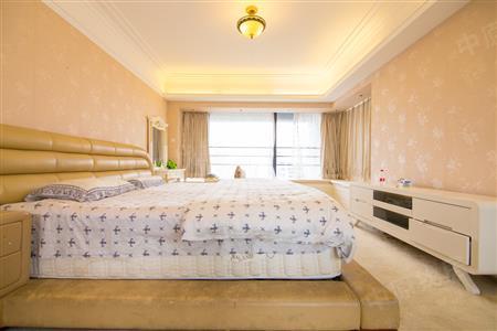 红树湾超高层4房 客厅大阳台 看内湖景观