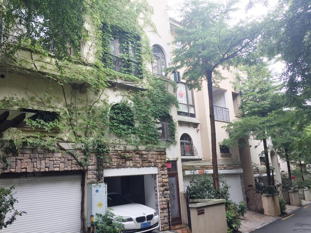 万科城联排别墅,带花园地下室,私家车库,1080万