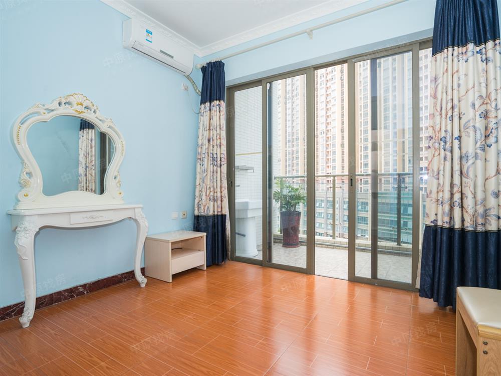 富通城六期豪华装修三房 室内采光好税费少看房方便