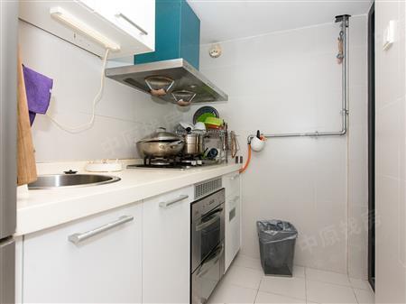 蛇口四海公寓住宅 精致2改3房 近四海公园 装修保养佳